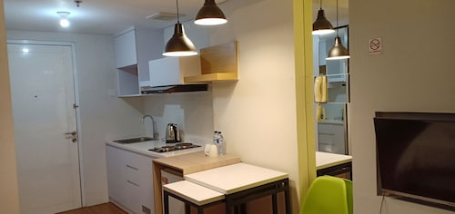 Paysrooms Apartement Altiz Bintaro, Tangerang Selatan