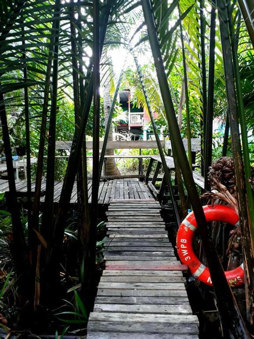 Baan Klangsuan Bang Korbua, Phra Pra Daeng