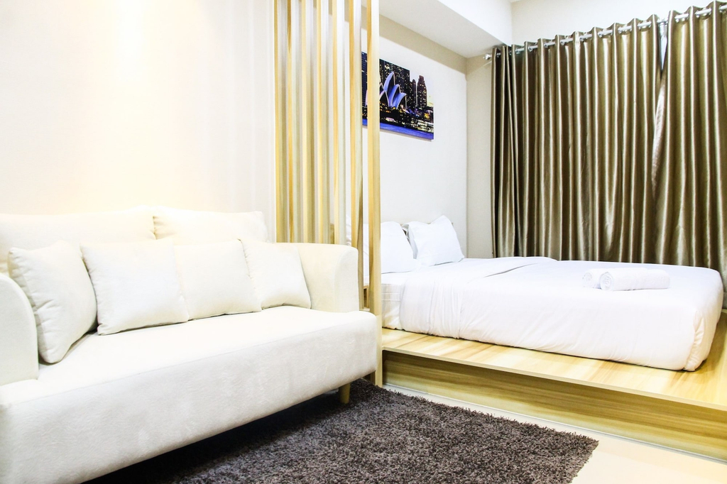 Modern Style The Oasis Studio Apartment with Comfortable Sofa, Cikarang