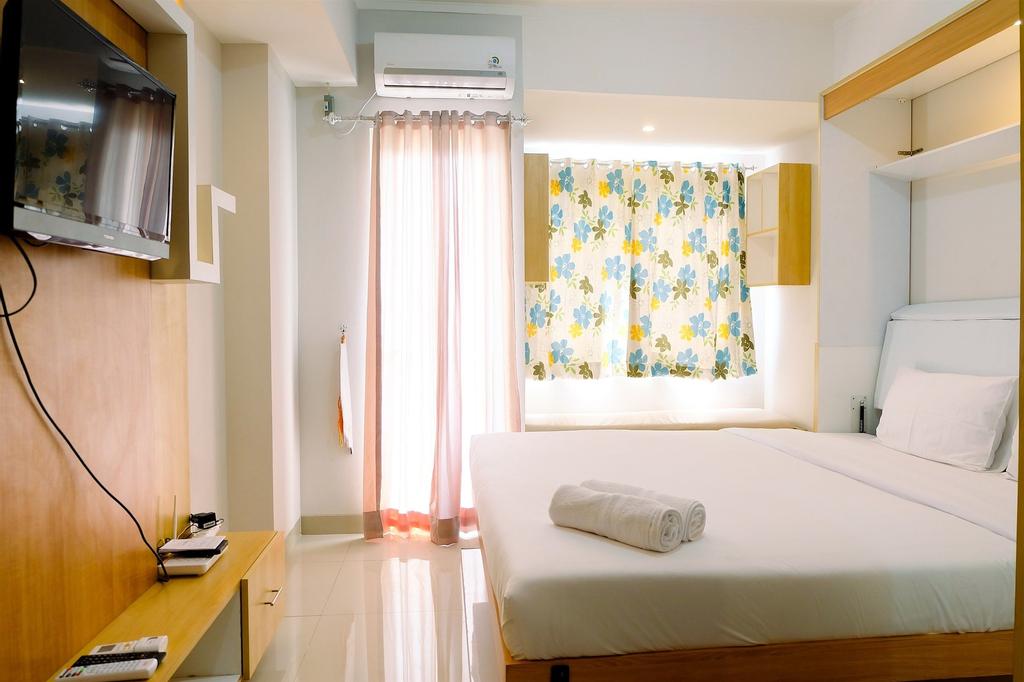 Comfortable and Clean Studio at The Oasis Apartment, Cikarang