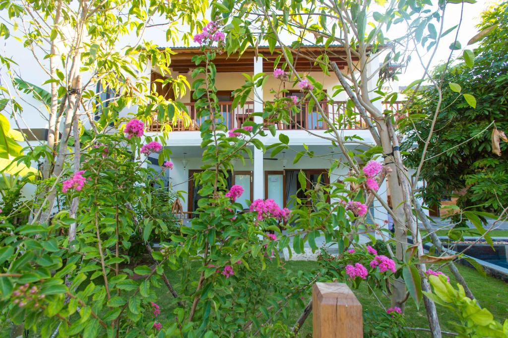 Vina Beach Pool Villas, Hội An
