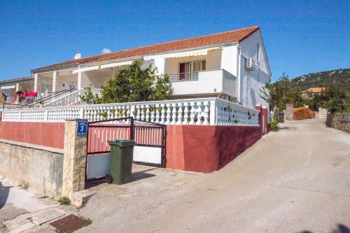 Apartments Marin, Marina