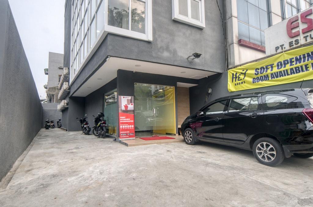 RedDoorz Plus @ Cideng Timur, Central Jakarta