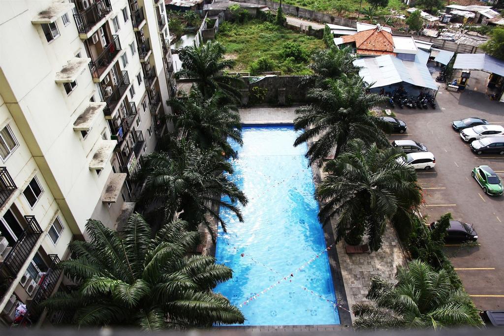 Pool View 2BR Mutiara Bekasi Apartment, Bekasi
