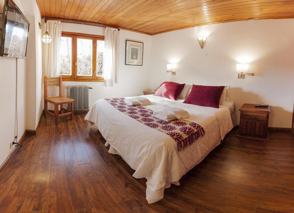Hotel Tunqueley, Lacar
