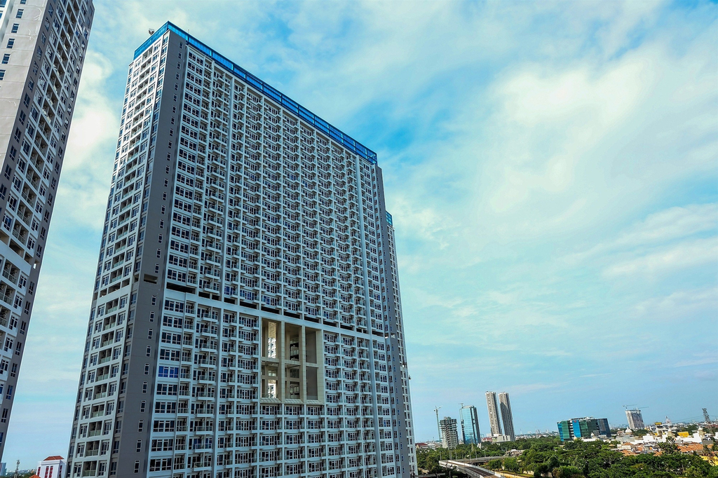 Modern New Furnished 2BR at Puri Mansion Apartment By Travelio, Jakarta Barat