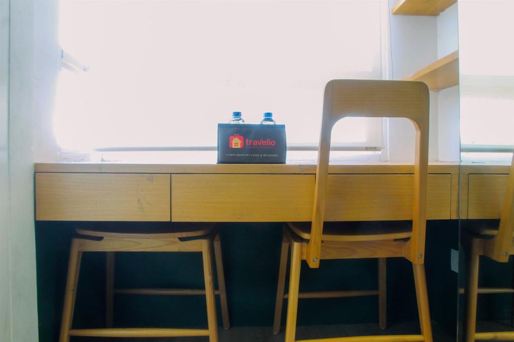 Compact and Artsy Studio Cinere Bellevue Apartment, Depok