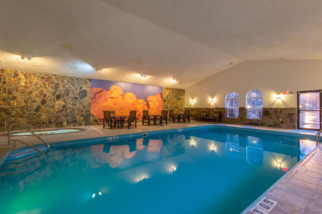 Holiday Inn Express & Suites Mt. Rushmore, Pennington