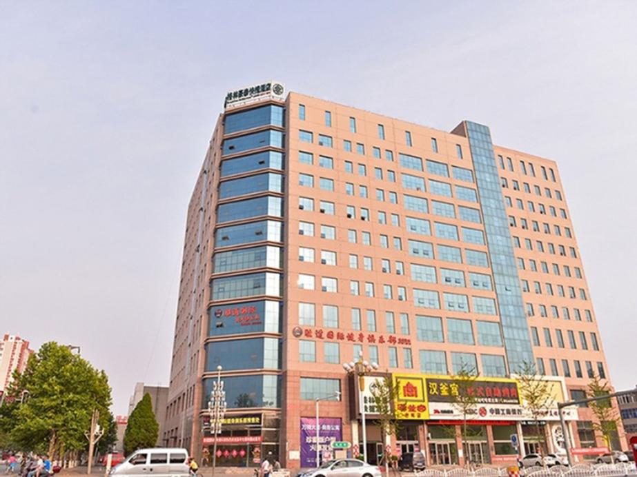 GreenTree Inn BaoDing Xiong county XiongZhou Road Express Hotel, Baoding