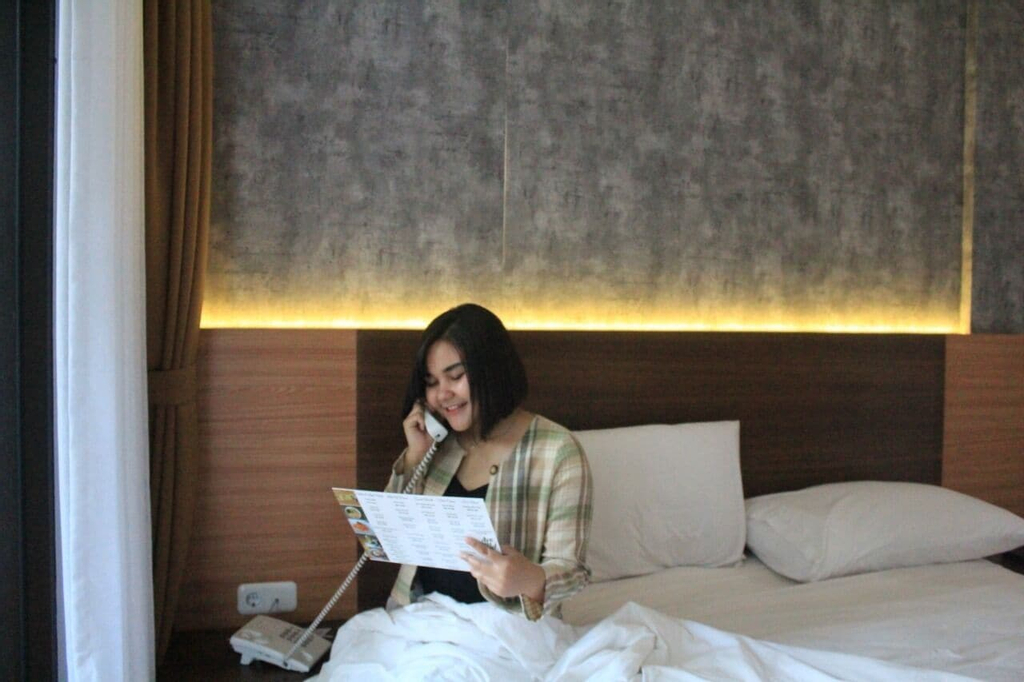 Are You and I Breakfast and Bed, Bandung