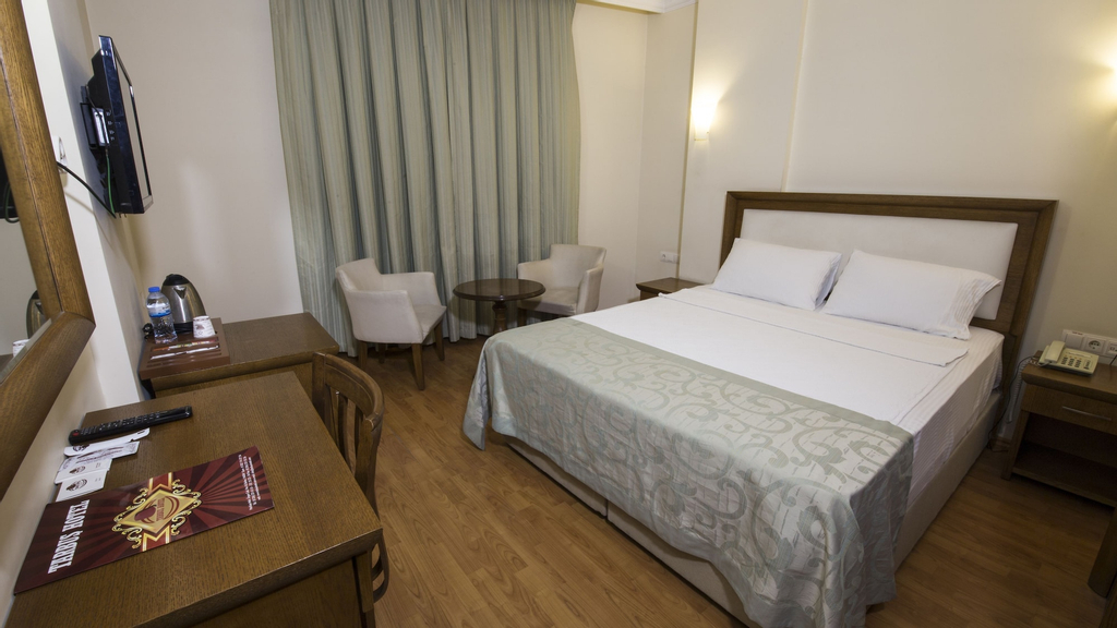 Tarbus Hotel, Merkez