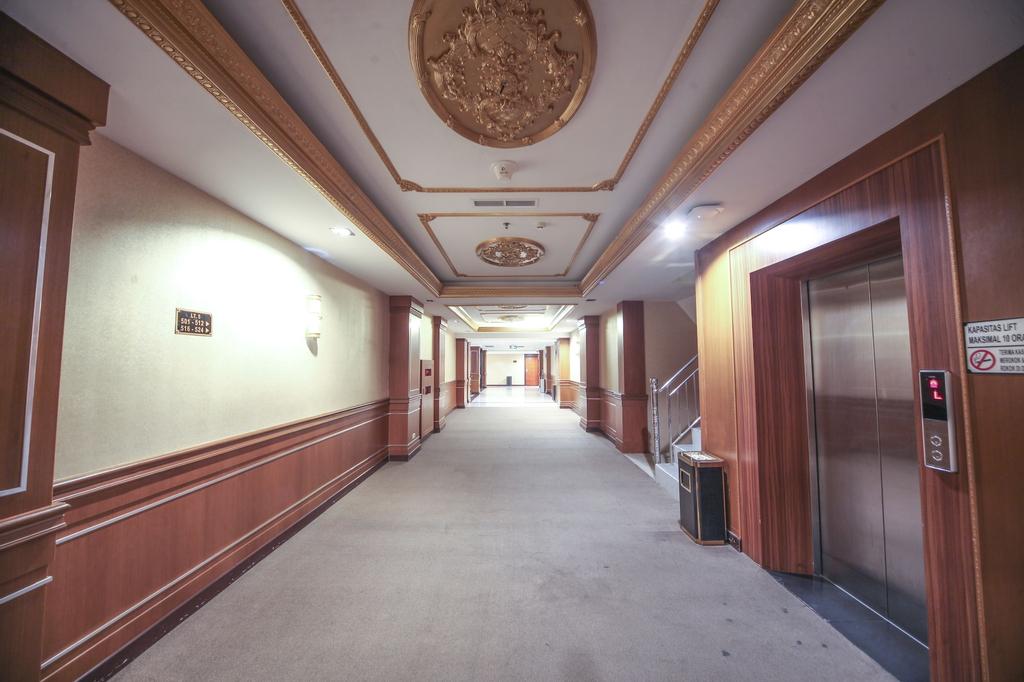 New Hollywood Hotel, Pekanbaru
