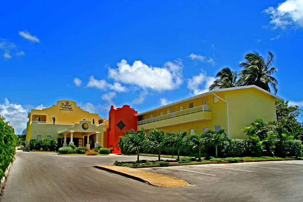 Tropical Winds Apartment Hotel,