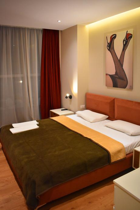 Star Hotel 2, Tiranës