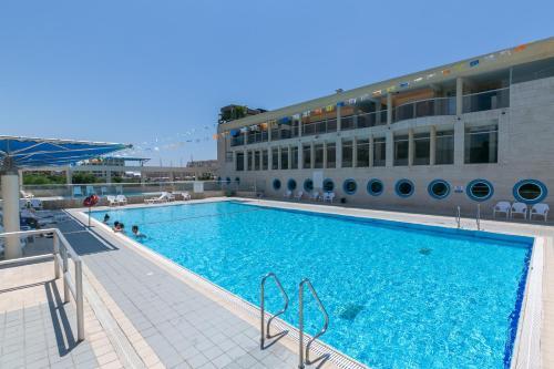 Herzliya Marina - By Beach Apartments TLV,