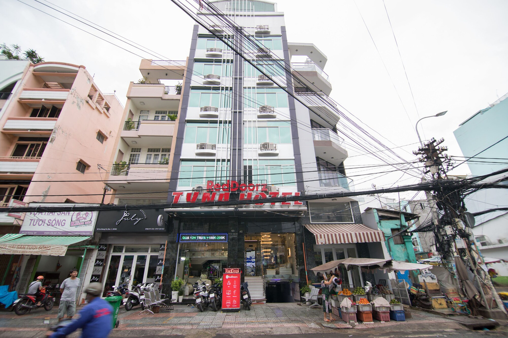 RedDoorz Plus near Ben Thanh Market, Quận 1