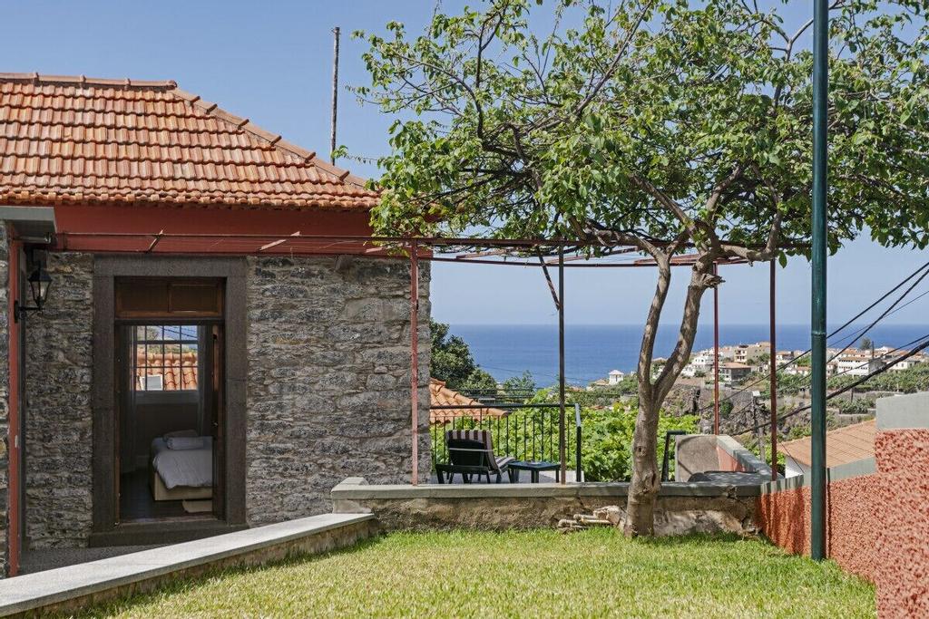 Casa da Aldeia by An Island Apart, Câmara de Lobos