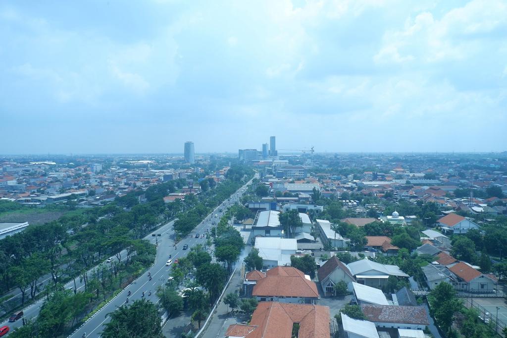 Cozy and Minimalist Studio Apartment at Tamansari Papilio By Travelio, Surabaya