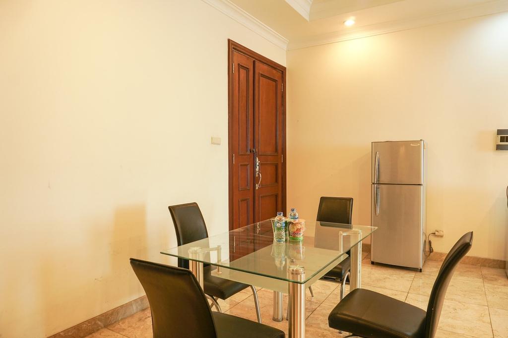 The Classic 2BR Belleza Apartment, Jakarta Selatan