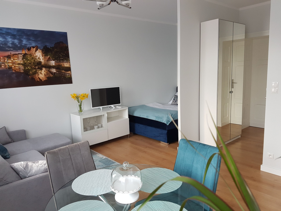Proseco Apartments, Ople