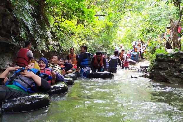 Paket Wisata River Tubing Green Santirah by Go Explore