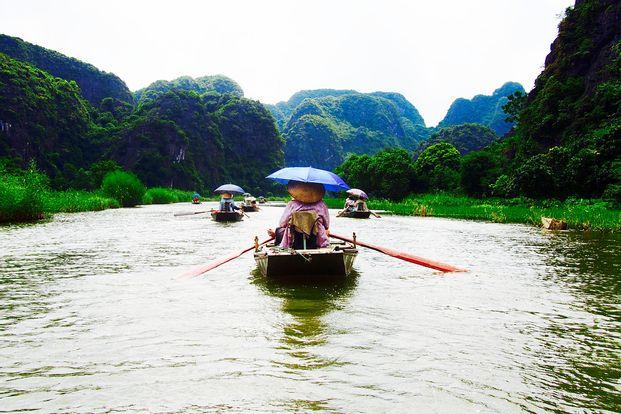 Hoa Lu and Tam Coc River Tour