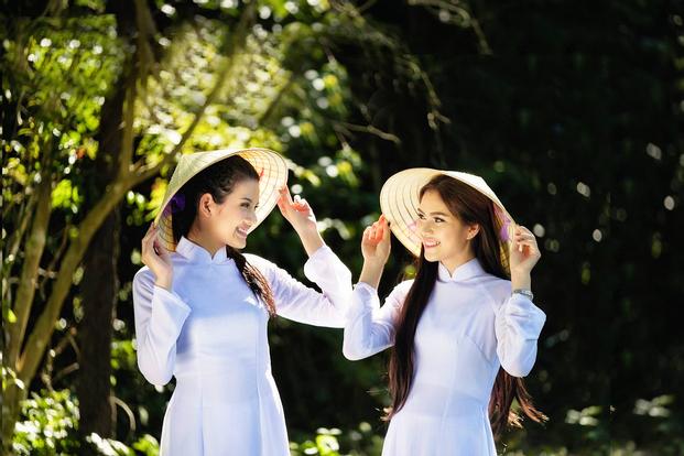 Penyewaan kostum tradisional Vietnam Aoi Dai