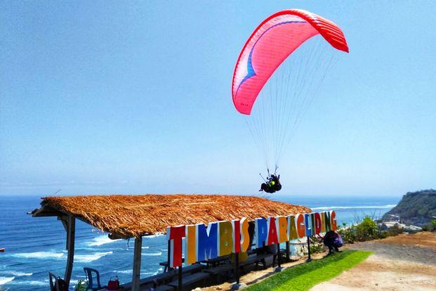 Paket Timbis Paragliding Bali
