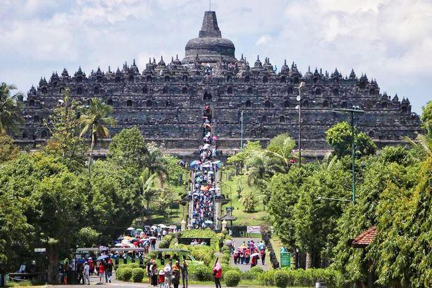 One Day Tour Borobudur Sunrise - Candi Prambanan with lunch  by Jogja Sentosa Tours
