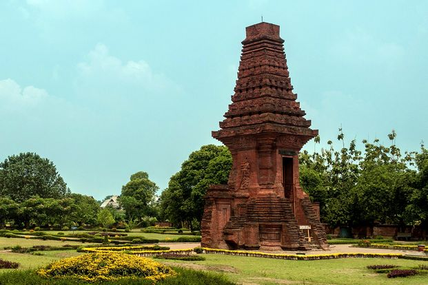 Mojokerto Temples and Stone Carving Private Day Tour