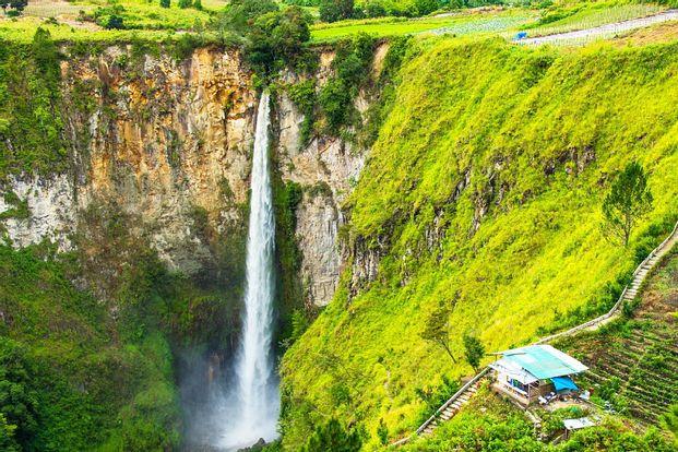 Berastagi and Taman Simalem or Sipisopiso Waterfall Private Day Trip from Medan