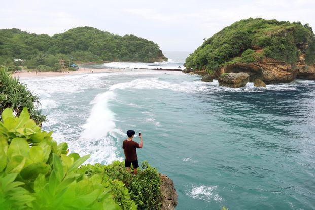 Tur Pantai Selatan Malang Destinasi Lengkap - Tur 1 Hari Dari Malang