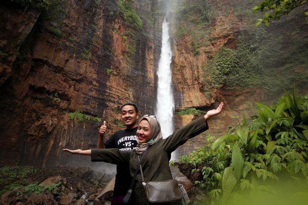 Tumpak Sewu Waterfall dan Kabut Pelangi - Tur 1 Hari Dari Malang