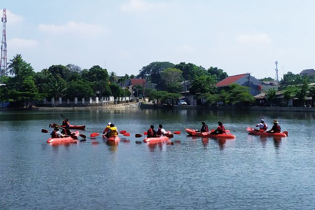 Urban Kayak in Depok