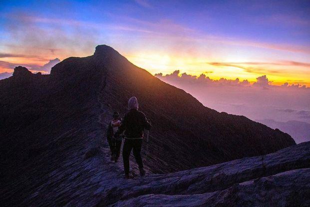 Tiket & Pemandu Mendaki Gunung Agung Via Pasar Agung by Ubud Sunrise Hiking
