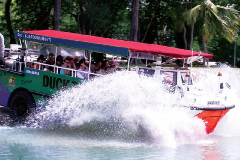 Singapore DUCKtours with Seafood Lunch or Dinner