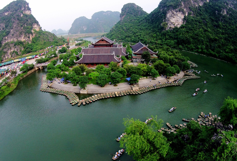 Bai Dinh and Trang An Day Tour by Bus from Hanoi