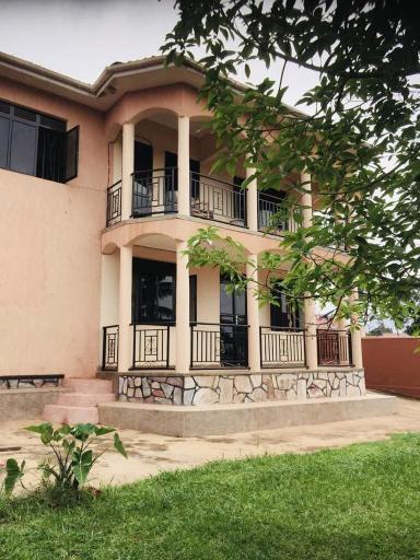 Eagles Residential, Busiiro