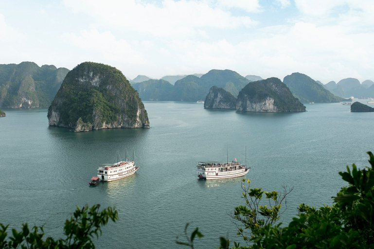 Halong Majestic Legend Cruise, Hạ Long