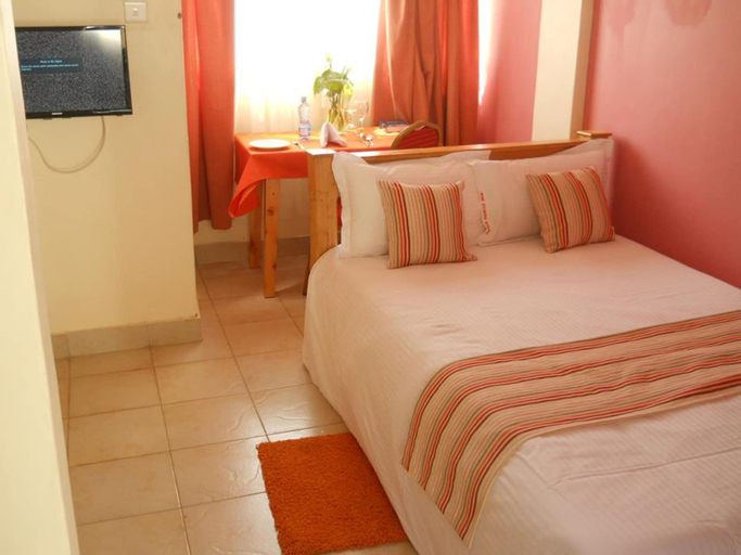 Maya Hotel, Kesses