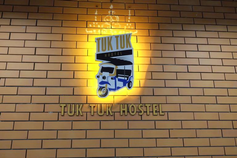 Tuk Tuk Hostel, Bang Plad