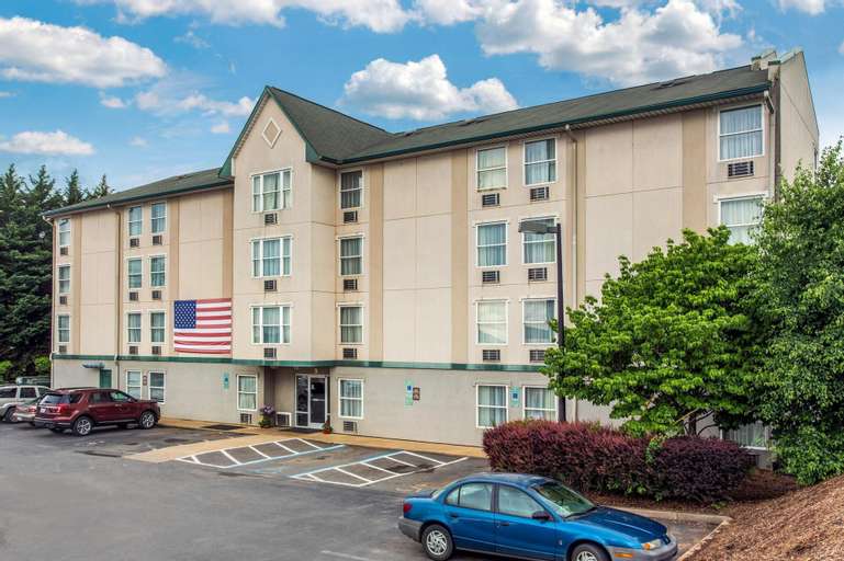 Rodeway Inn & Suites near Outlet Mall - Asheville, Buncombe
