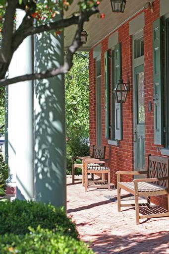 Bird-in-Hand Village Inn & Suites, Lancaster