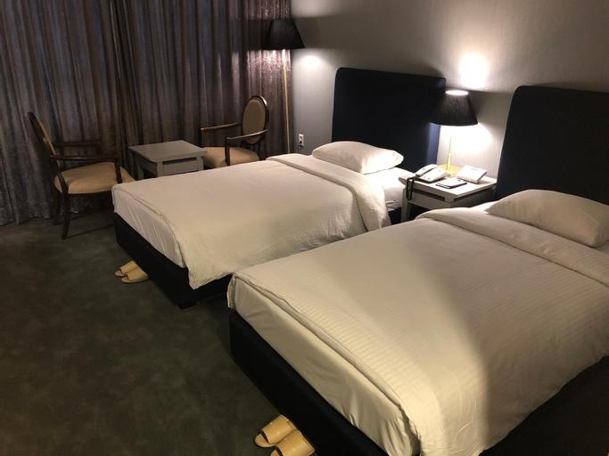 Queen Vell Hotel, Dong