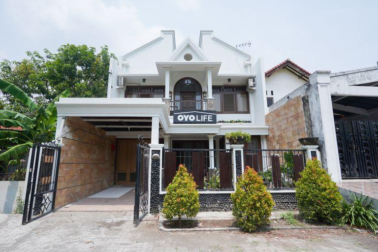OYO Life 2093 Kyla Residence, Surabaya