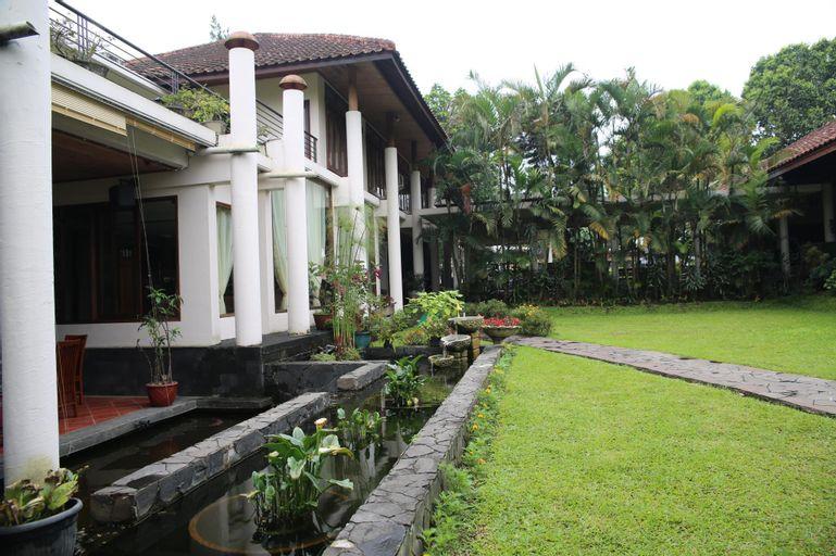 The La OMA CAFE & HOTEL, Bandung