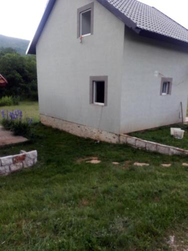 Nikola House,