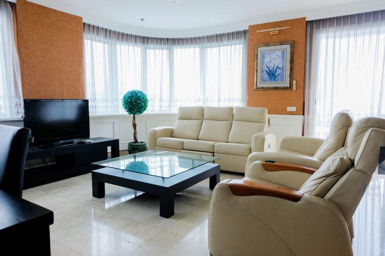 Spacious 2BR Park Royale Apartment, Central Jakarta