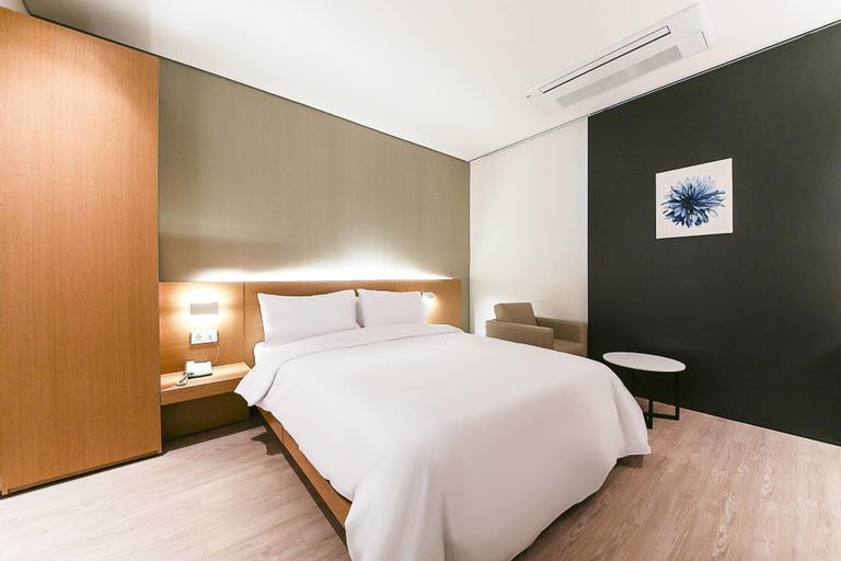 Golden River Hotel, Geum-cheon