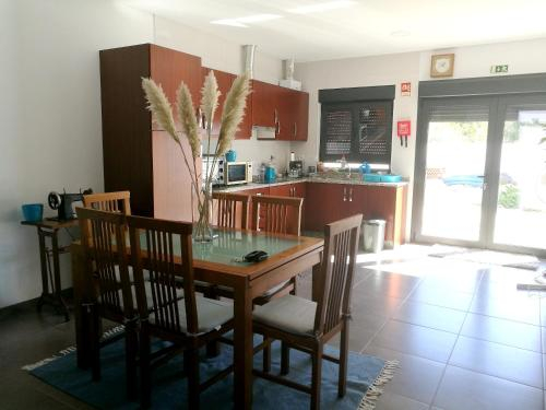 House with 2 bedrooms in Valenca with wonderful mountain view furnished terrace and WiFi 25 km from , Valença